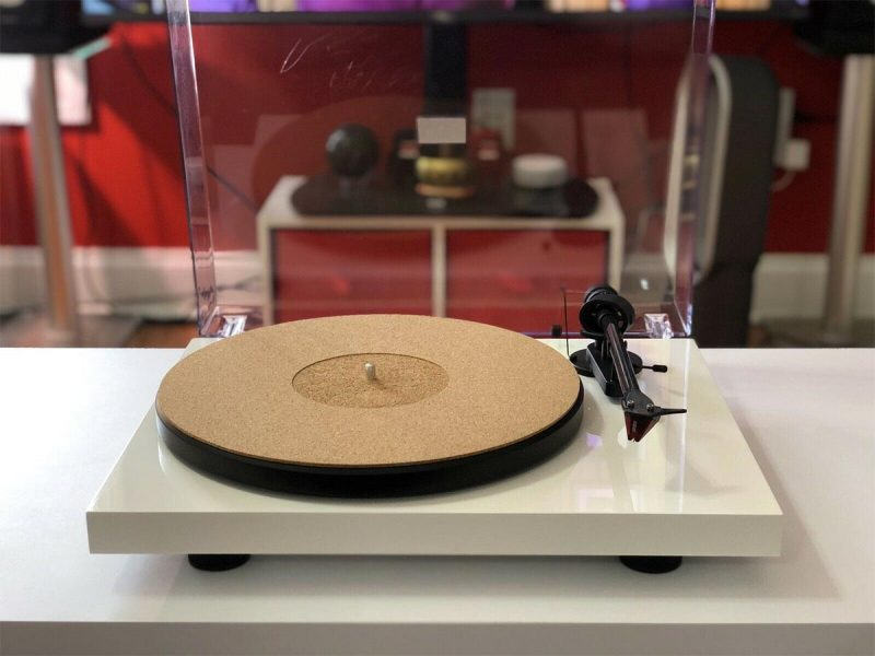 Pro Ject Debut Carbon Turntable